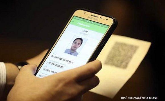Emissão de CNH Digital passa a ser obrigatória no país