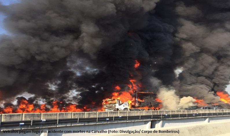 Acidente com 31 veículos provoca incêndio e mortes na rodovia Carvalho Pinto, em SP