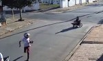Ladrões em motocicleta assaltam cadeirante e levam até medicamentos