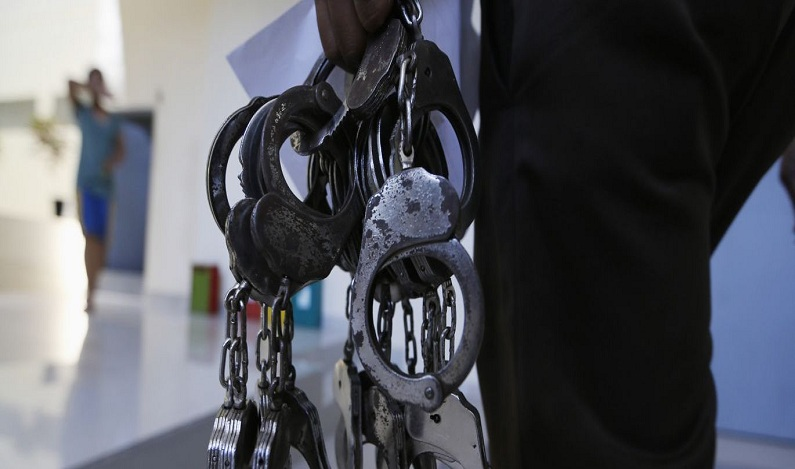 Policiais militares são presos suspeitos de extorsão para liberar traficantes em Fortaleza