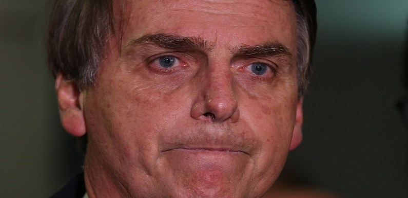 O que pode pesar contra e a favor de Bolsonaro na corrida presidencial