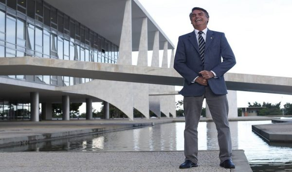 Fracasso de intervenção no RJ pode ajudar Bolsonaro, diz consultoria