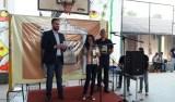 Léo Moraes recebe homenagem de alunos e professores da Escola Estadual Duque de Caxias