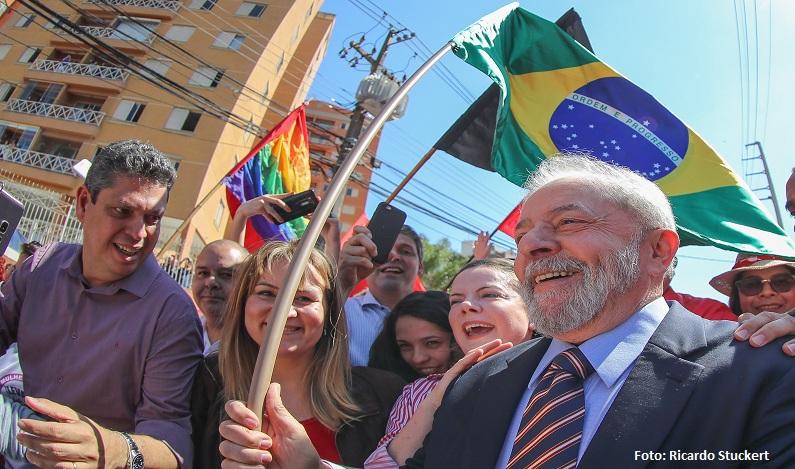 """""""Fico pensando o que acha a mãe do Palocci"""", afirma Lula em depoimento"""