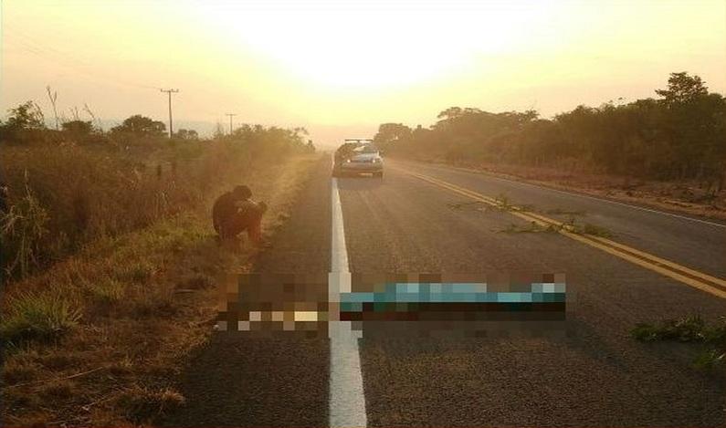 Jovem morre atropelado após deitar em rodovia para descansar