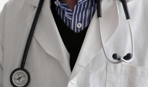 Médico é afastado por suspeita de mandar 'nudes' do banheiro de hospital em SP