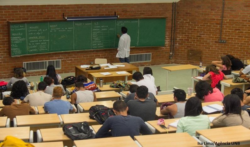 Lei que facilita acesso de professores à universidade é sancionada