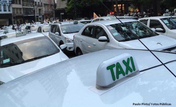 Proposta diminui Imposto de Renda de taxistas para compensar perdas com aplicativos