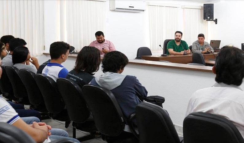 Léo Moraes se reúne com representantes dos grêmios estudantis da capital