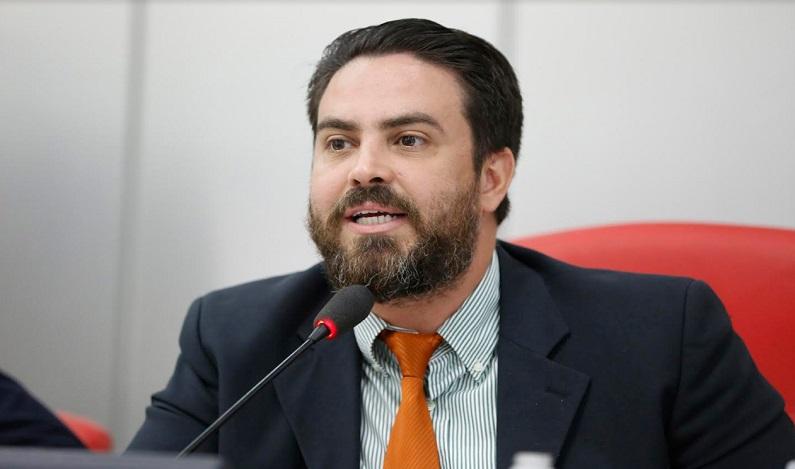 Léo Moraes indica a Caerd continuação de obra paralisada no bairro Monte Sinai