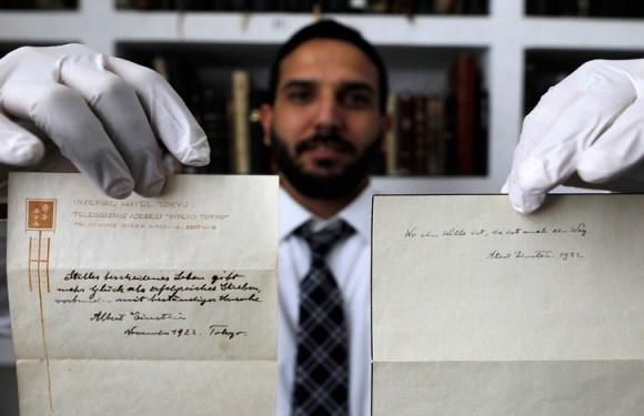 Manuscrito de Einstein sobre felicidade é leiloado por mais de US$ 1,5 milhão