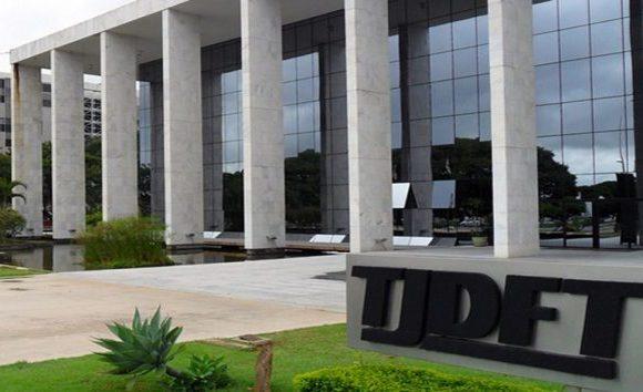 Por vírgula errada, Justiça manda pagar R$ 437 mil de auxílio-moradia a juízes do DF
