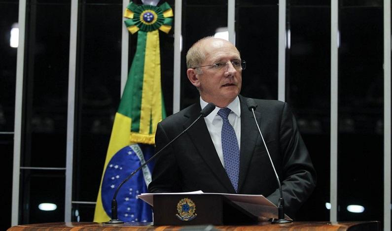 Líder do PSDB no Senado é internado em Brasília após 'dor torácica', informa hospital