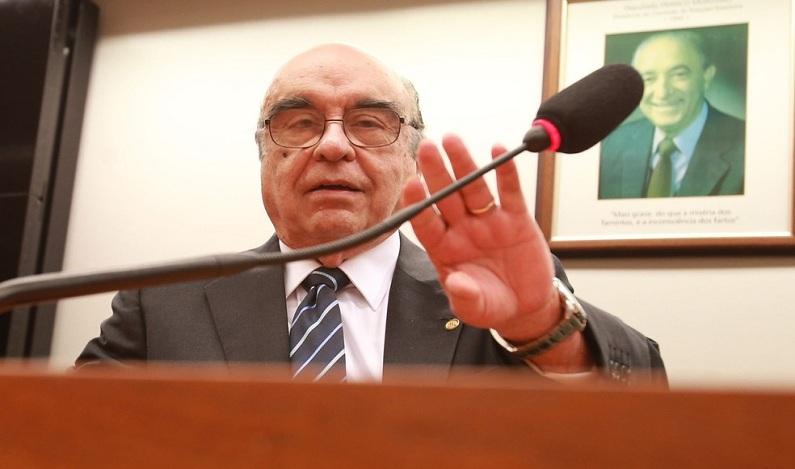 Relator da denúncia contra Temer diz que entregará parecer na tarde desta terça