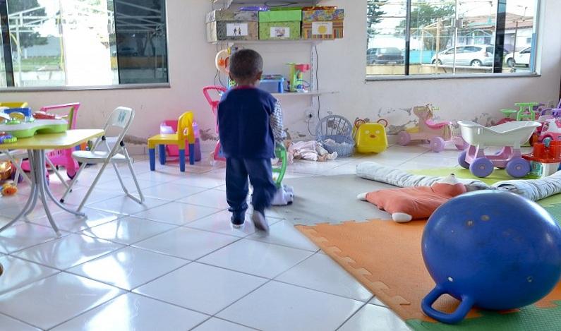 ONG busca voluntários para montar brinquedotecas em creches do país
