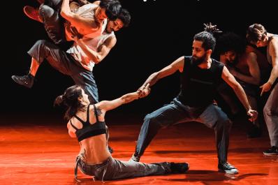 """Guarda municipal chama SAMU ao confundir performance artística com """"surto"""" e bailarino é sedado"""