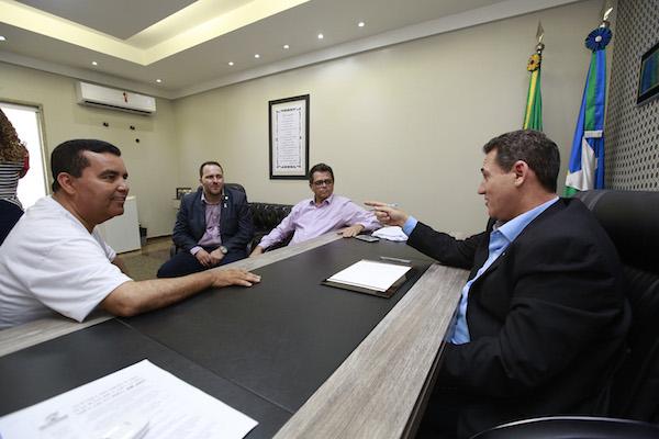 Farejando a traição no PMDB, Maurão alardeia convite do PRB; Confúcio já tem candidato