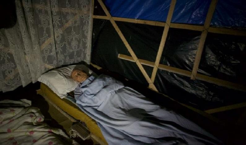 Eduardo Suplicy dorme em barraco para apoiar MTST