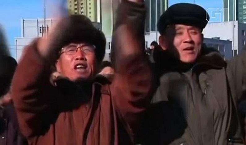 Norte-coreanos comemoram lançamento de míssil: 'a morte está chegando para os EUA'