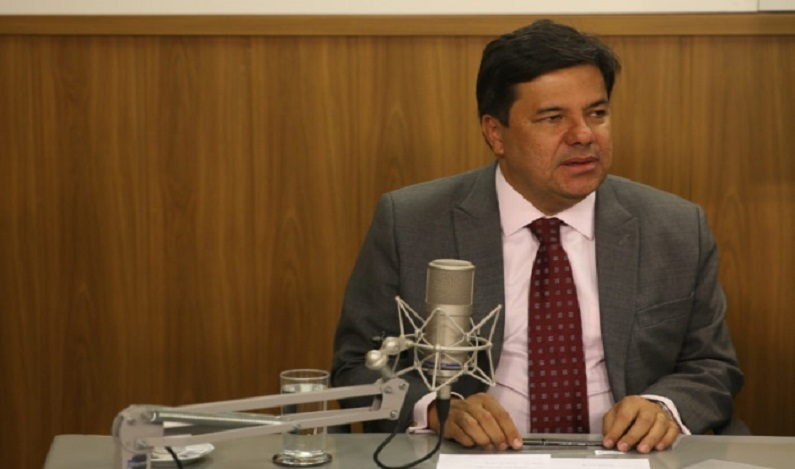 MEC vai apoiar formação para educação de surdos, diz ministro