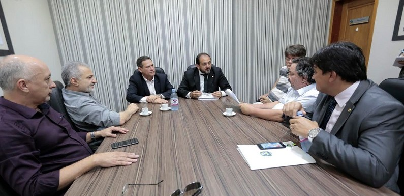 Maurão de Carvalho recebe dirigentes do Simpi para discutir Refaz