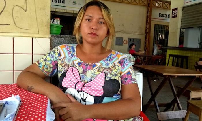 'Me senti humilhada', diz travesti impedida por funcionário de usar banheiro feminino em mercado