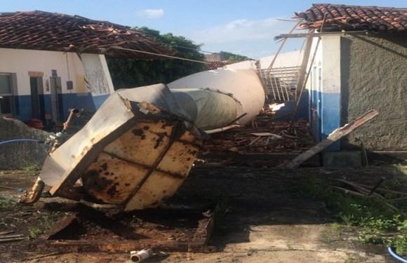 Caixa d'água desaba e mata três crianças em escola de Sergipe