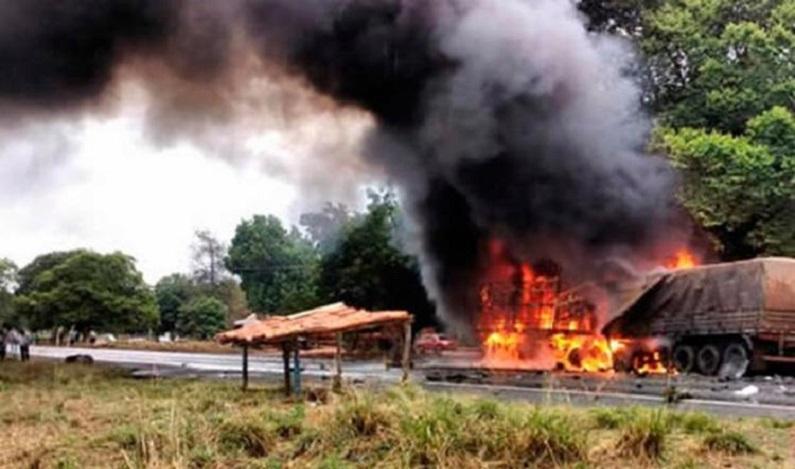 Acidente entre carretas deixa dois mortos no oeste da Bahia