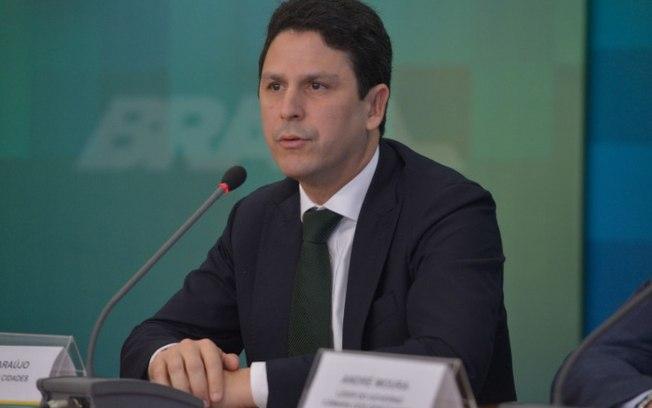 """Ministro das Cidades pede demissão a Temer e aponta """"falta de apoio"""" do PSDB"""
