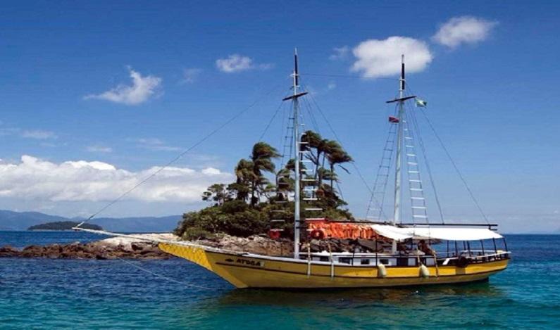 Embarcação com 23 pessoas naufraga no mar de Angra dos Reis