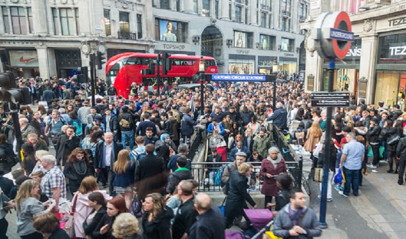 Após incidente, polícia fecha estação de metrô em Londres