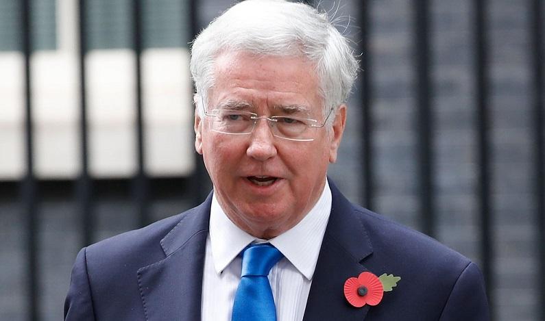 Acusado de assédio, ministro da Defesa britânico pede demissão