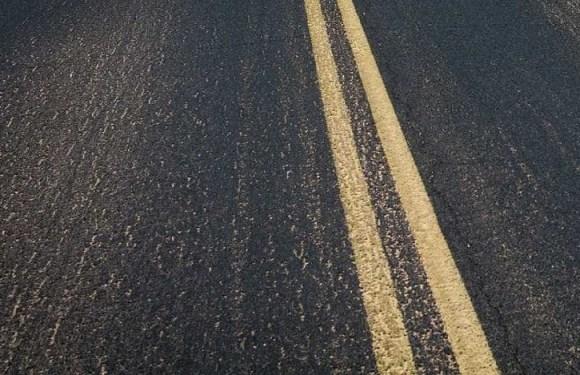 Passageiro morre esmagado durante conserto de ônibus na estrada