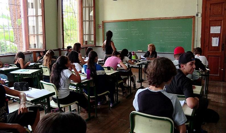 Número de professores afastados por transtornos em SP quase dobra em 2016 e vai a 50 mil