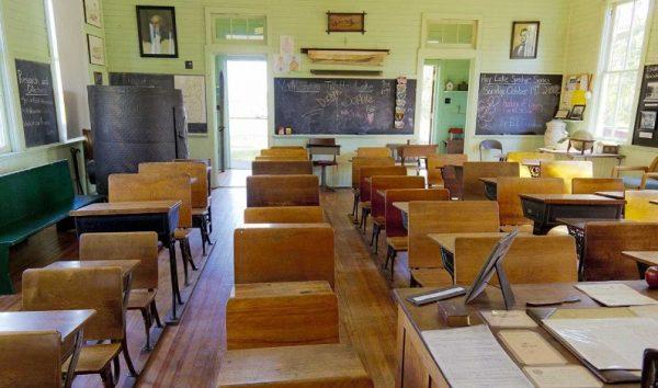 Criança de 9 anos usa faca para ameaçar professora e colegas de classe no RJ