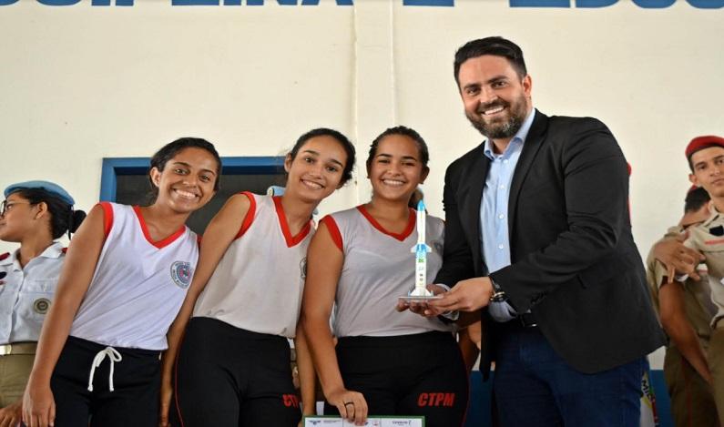 Léo Moraes recebe homenagem de alunos e professores do Colégio Tiradentes da Polícia Militar de Rondônia