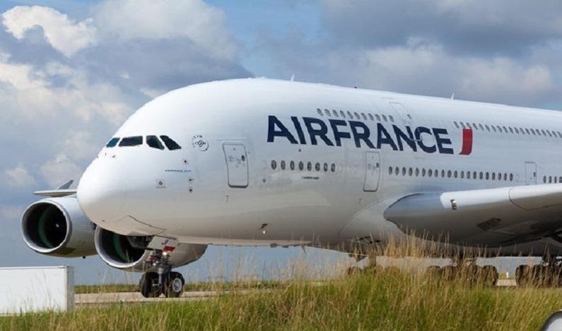 Brasileira morre durante voo entre Recife e Paris