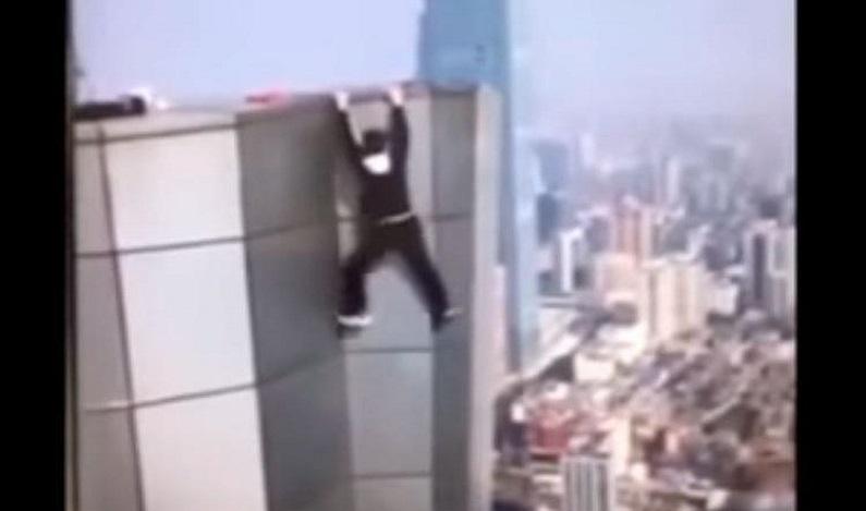 Blogueiro chinês grava própria morte ao cair de um prédio de 62 andares; veja vídeo