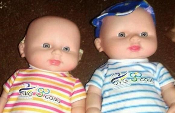 Prefeituras do Entorno do DF distribuem bonecas com pênis e pais se revoltam; vídeo