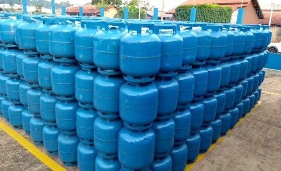 Projeto inclui o botijão de gás entre os itens da cesta básica