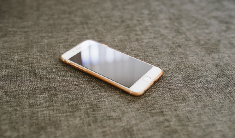 Bateria de iPhone explode em loja e faz sete feridos