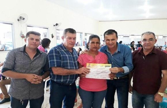 Deputado Edson Martins prestigia entrega de certificados em Alto Paraíso
