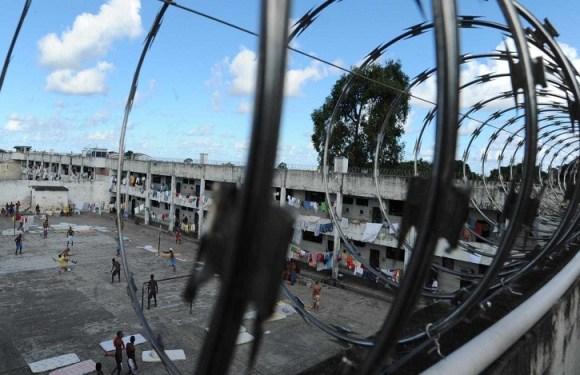 Governo fecha ano com R$ 2,3 bilhões para presídios parados, diz ONG
