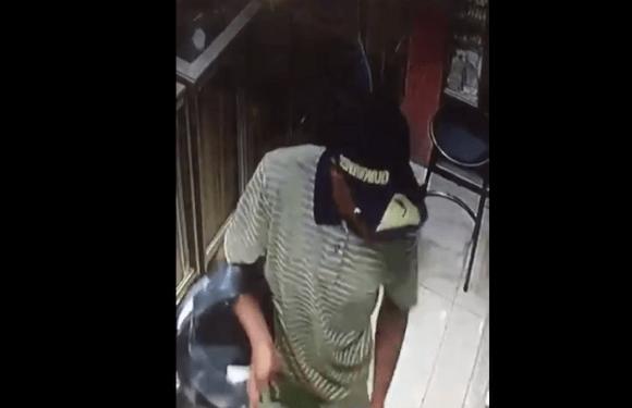 Assaltante armado leva 22 celulares de loja na Feira dos Importados, no DF; vídeo