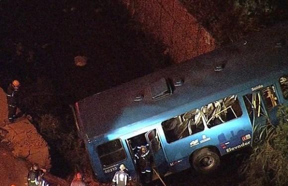 Acidente com ônibus deixa cinco mortos e 18 feridos em BH