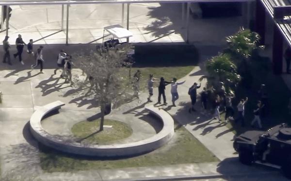 URGENTE: Polícia busca atirador que matou um e feriu 20 em escola da Flórida