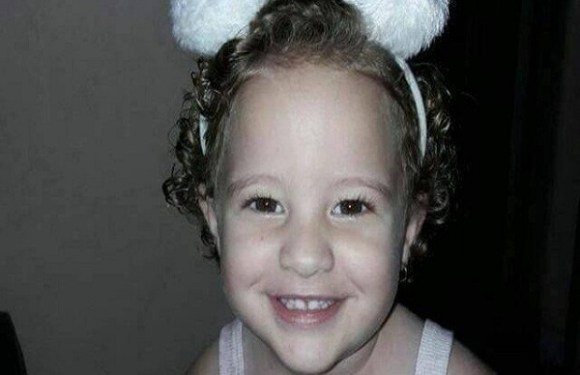 Menina de 2 anos morre por asfixia após ficar dentro de carro por horas, em Janaúba (MG)