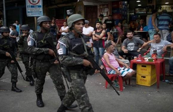 Comunidade ao lado de quartel da Marinha é alvo de operação no RJ