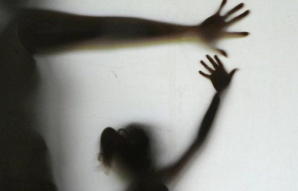 """""""Menina de 11 anos não é uma criança"""", argumenta defesa de homem acusado de estupro na França"""