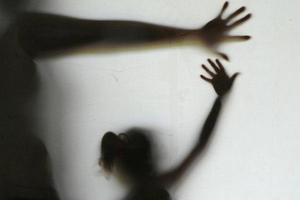 Senado aprova projeto que eleva pena para estupro coletivo e torna crime importunação sexual